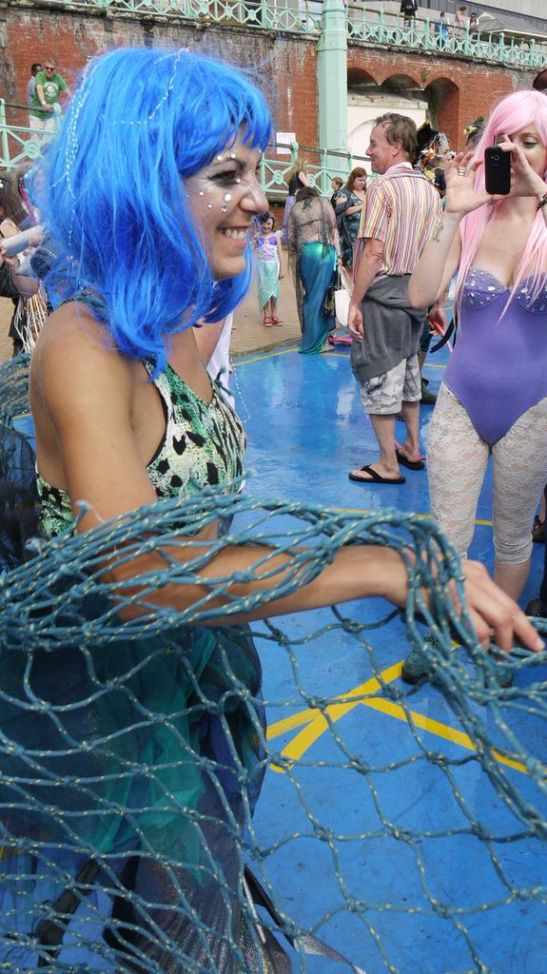 A mermaid and her net (c) Ally Katte